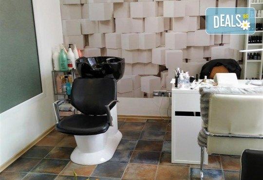 За скъпоценно излъчване! Златна терапия за лице с ултразвуково почистване, златна маска и ампула в студио Нова - Снимка 9
