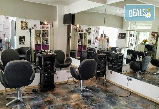 За скъпоценно излъчване! Златна терапия за лице с ултразвуково почистване, златна маска и ампула в студио Нова - Снимка 7