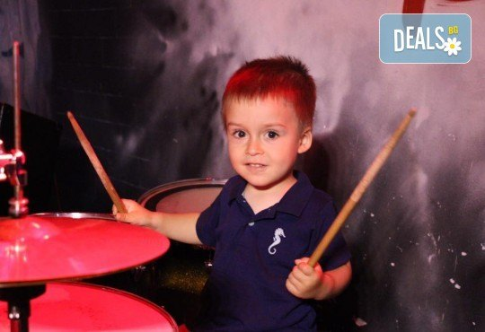 1 или 2 урока по пеене, китара, саксофон или барабани в Rock School!
