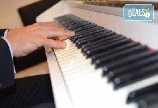 1 или 2 урока по пеене, китара, барабани, пиано, бас китара, саксофон, гайда или друг инструмент при преподавател в Rock School - Снимка 24