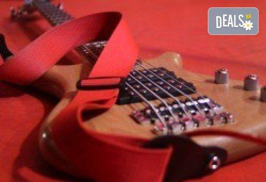 1 или 2 урока по пеене, китара, барабани, пиано, бас китара, саксофон, гайда или друг инструмент при преподавател в Rock School - Снимка 12