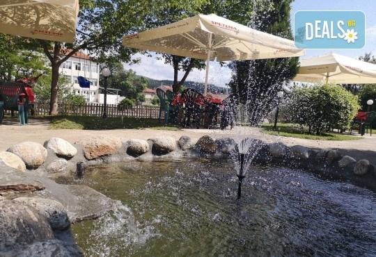 Почивка в Добринище! 1 нощувка със закуска и вечеря в къща за гости Андрееви, до минералния басейн - Снимка 4