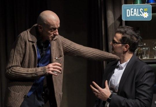 На 22-ри януари (петък) гледайте Кой се бои от Вирджиния Улф с Ирини Жамбонас, Владимир Зомбори, Каталин Старейшинска и Малин Кръстев в Малък градски театър Зад канала - Снимка 7
