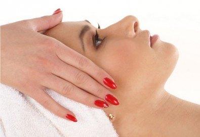 Ултразвуково почистване на лице, антиейдж терапия и японски подмладяващ масаж Зоган в салон за красота Madonna в Центъра - Снимка