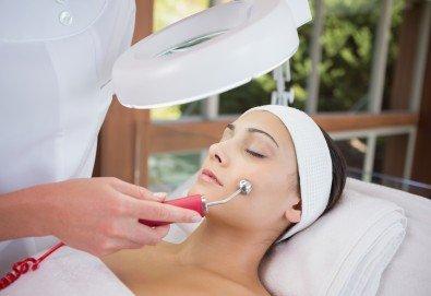 Подмладяващо почистване на лице с механична екстракция, дермабразио, ултразвук, RF лифтинг и серуми, от Esthetic Center Adoree - Снимка