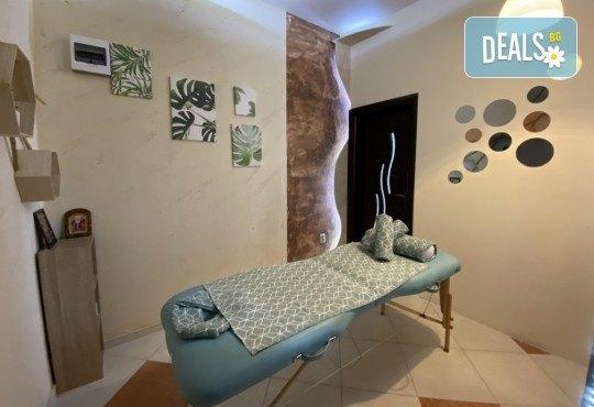 Отдайте се на изкушението! Шоколадов масаж на цяло тяло с комплимент: чаша вино и шоколадово изкушение в масажно студио Спавел - Снимка 7