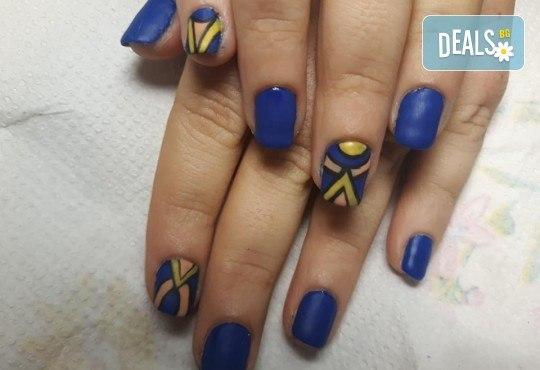 Mаникюр с гел лак BlueSky, 2 или 4 декорации, вграждане на камъчета и ефекти от Салон Мечта - Снимка 26