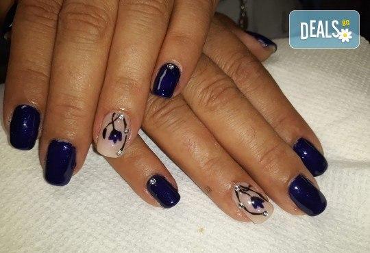 Mаникюр с гел лак BlueSky, 2 или 4 декорации, вграждане на камъчета и ефекти от Салон Мечта - Снимка 50