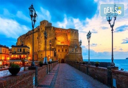 Красотата на Южна Италия! 3 нощувки със закуски в хотел 3*, транспорт, посещение на Неапол, Позитано, вулкана Везувий, Помпей и китни италиански села с България Травъл - Снимка 4