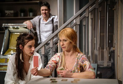 Гледайте Асен Блатечки и Малин Кръстев в постановката Зимата на нашето недоволство на 11-ти февруари (четвъртък) в Малък градски театър Зад канала!