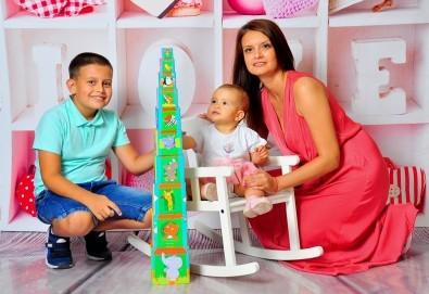 Семейна, детска или фотосесия за влюбени в месеца на любовта + подарък: фотокнига, от Photosesia.com - Снимка