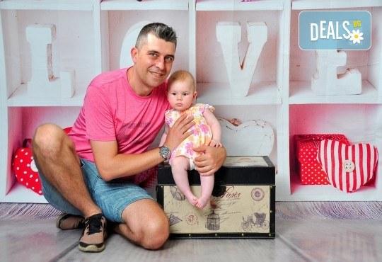 Семейна, детска или фотосесия за влюбени в месеца на любовта + подарък: фотокнига, от Photosesia.com - Снимка 14