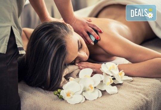 СПА терапия Шампанско и ягоди или Шоколад - дълбоко релаксиращ кралски масаж на гръб или цяло тяло, нежен пилинг с натурален ексфолиант със соли и бадемово масло в Wellness Center Ganesha - Снимка 1