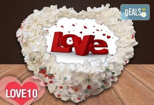 Торта сърце за влюбени! Сърце с любима снимка: 8, 12 или 16 парчета от Сладкарница Джорджо Джани - Снимка 1