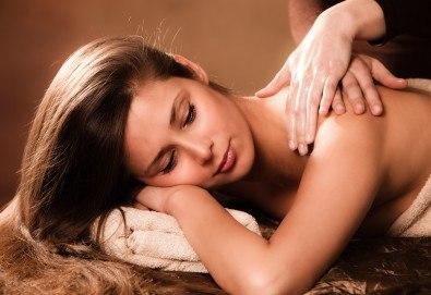 Аюрведа терапия Блаженство и релакс 70 минути! Спа масаж на цяло тяло с натурални масла, био пилинг, лифтинг масаж и маска на лице + точков масаж на скалп в Skin Nova - Снимка