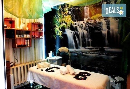 Болкоуспокояващ масаж на гръб и яка със загряващи или охлаждащи продукти от макадамия и натурално какао, Салон Голд Бюти - Снимка 5