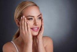 Радиочестотен лифтинг за дълбока хидратация и намаляване на фините линии на лице или лице и шия в Салон Каприз - Снимка