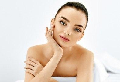 Радиочестотен лифтинг за дълбока хидратация и намаляване на фините линии на лице или лице и шия в Салон Мис Каприз - Снимка