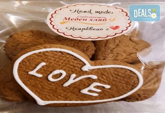 300 гр. медени сърца за месеца на любовта от Сладкопекарна МЕДЕН ХЛЯБ - Снимка 1