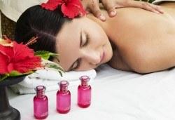 Заредете тялото си с енергия! 120-минутен Ломи-ломи хавайски масаж, пилинг с кокосови стърготини, Hot Stone терапия и йонна детоксикация в център GreenHealth - Снимка
