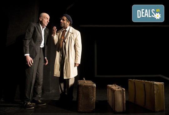 Хитовата комедия на Теди Москов Аз обичам, ти обичаш, тя обича на 7-ми март (неделя) в Малък градски театър Зад канала - Снимка 9