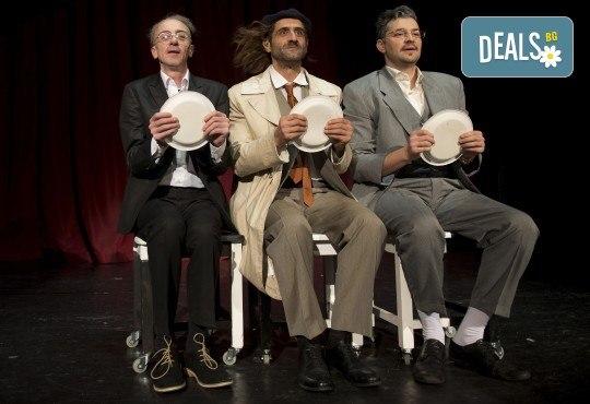 Хитовата комедия на Теди Москов Аз обичам, ти обичаш, тя обича на 7-ми март (неделя) в Малък градски театър Зад канала - Снимка 7