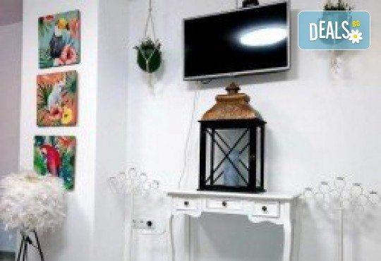Антицелулитен пакет! Кавитация, ръчен антицелулитен масаж, вендузи и термо маска за намаляване на мастните депа на бедра и седалище в Wellness Center Ganesha Club - Снимка 10