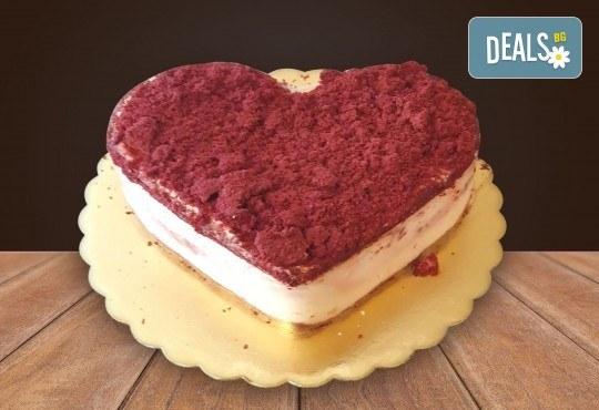 Торта Червено кадифе с млечен крем, 8 парчета от Сладкарница Джорджо Джани - Снимка 1