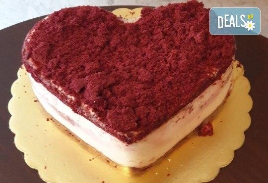 Торта Червено кадифе с млечен крем, 8 парчета от Сладкарница Джорджо Джани - Снимка 2