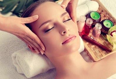 Мануален масаж и пилинг на лице, шия и деколте с испанската козметика Belnatur в Бутиков салон Royal Beauty Room - Снимка