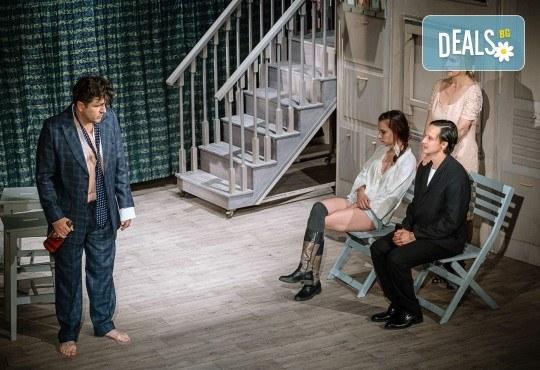 Гледайте Асен Блатечки и Малин Кръстев в постановката Зимата на нашето недоволство на 30-ти март (вторник) в Малък градски театър Зад канала - Снимка 4