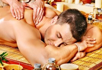 За любимия мъж! Дълбокотъканен цялостен масаж с магнезиево олио в комбинация със зонотерапия, терапия Hot stone и елементи на шиацу в Senses Massage & Recreation - Снимка
