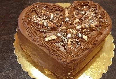 Торта Шоколадово сърце с 8, 12 или 16 парчета от Сладкарница Джорджо Джани - Снимка