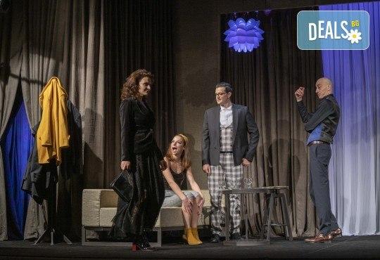 На 28-ми април (сряда) гледайте Кой се бои от Вирджиния Улф с Ирини Жамбонас, Владимир Зомбори, Каталин Старейшинска и Малин Кръстев в Малък градски театър Зад канала - Снимка 6
