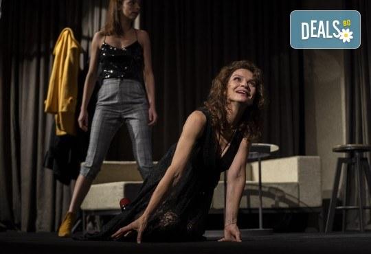 На 28-ми април (сряда) гледайте Кой се бои от Вирджиния Улф с Ирини Жамбонас, Владимир Зомбори, Каталин Старейшинска и Малин Кръстев в Малък градски театър Зад канала - Снимка 12