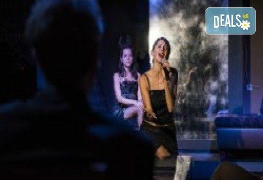 Комедията Поп фолк хроники: бели птици и куршуми на 11-ти април (неделя) в клуб-фоайе При жабите в Малък градски театър Зад канала - Снимка 18