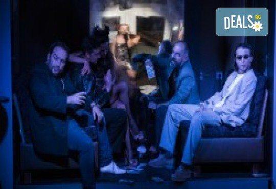 Комедията Поп фолк хроники: бели птици и куршуми на 11-ти април (неделя) в клуб-фоайе При жабите в Малък градски театър Зад канала - Снимка 21