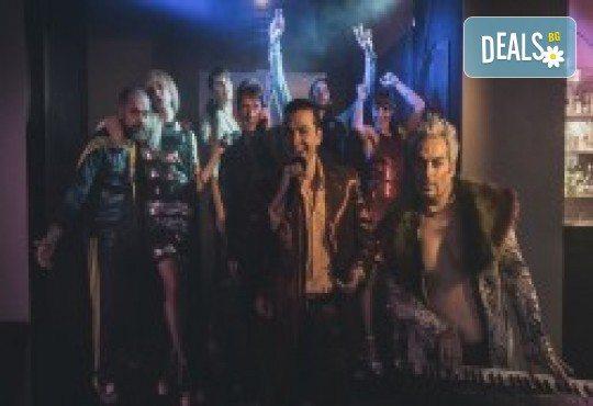Комедията Поп фолк хроники: бели птици и куршуми на 11-ти април (неделя) в клуб-фоайе При жабите в Малък градски театър Зад канала - Снимка 7
