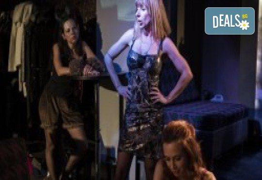 Комедията Поп фолк хроники: бели птици и куршуми на 11-ти април (неделя) в клуб-фоайе При жабите в Малък градски театър Зад канала - Снимка 13