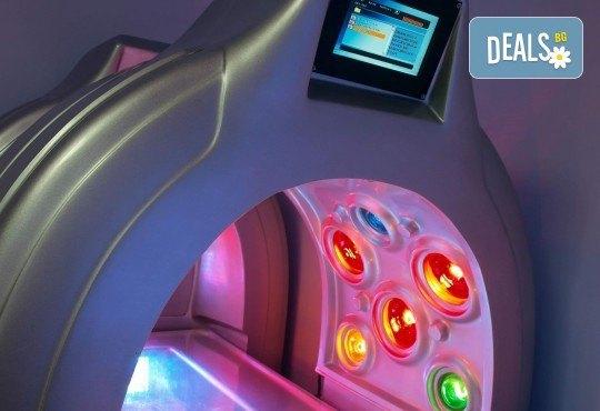 Космическо СПА преживяване! СПА капсула с LED светлина, цялостен релаксиращ масаж с шоколад или боровинка и терапия за лице от Senses Massage & Recreation - Снимка 4