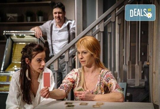 Гледайте Асен Блатечки и Малин Кръстев в постановката Зимата на нашето недоволство на 16-ти май (неделя) в Малък градски театър Зад канала - Снимка 1