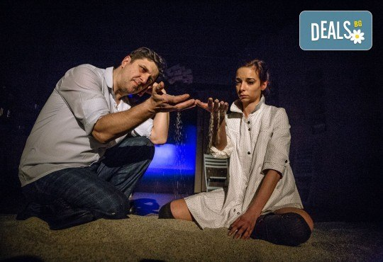 Гледайте Асен Блатечки и Малин Кръстев в постановката Зимата на нашето недоволство на 16-ти май (неделя) в Малък градски театър Зад канала - Снимка 17
