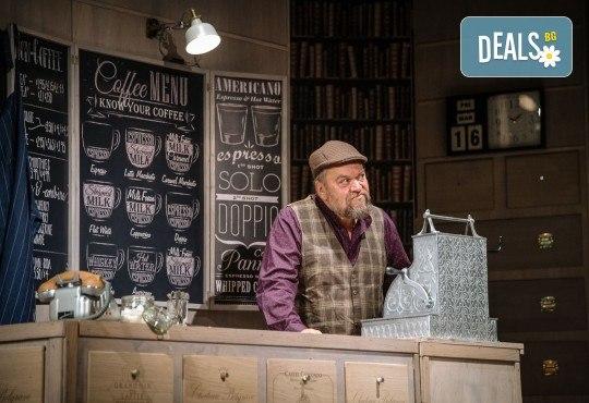 Гледайте Асен Блатечки и Малин Кръстев в постановката Зимата на нашето недоволство на 16-ти май (неделя) в Малък градски театър Зад канала - Снимка 18