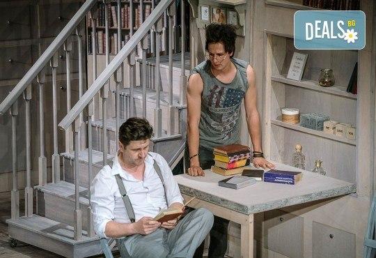 Гледайте Асен Блатечки и Малин Кръстев в постановката Зимата на нашето недоволство на 16-ти май (неделя) в Малък градски театър Зад канала - Снимка 2