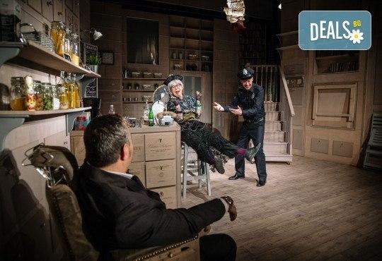 Гледайте Асен Блатечки и Малин Кръстев в постановката Зимата на нашето недоволство на 16-ти май (неделя) в Малък градски театър Зад канала - Снимка 6