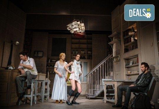 Гледайте Асен Блатечки и Малин Кръстев в постановката Зимата на нашето недоволство на 16-ти май (неделя) в Малък градски театър Зад канала - Снимка 10