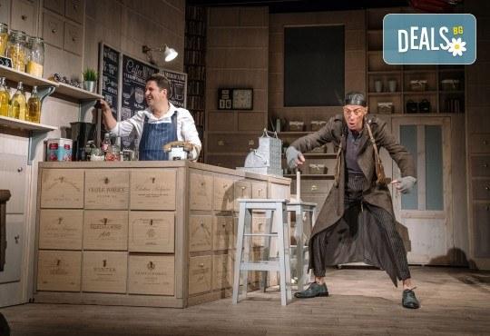 Гледайте Асен Блатечки и Малин Кръстев в постановката Зимата на нашето недоволство на 28-ми май (петък) в Малък градски театър Зад канала - Снимка 13