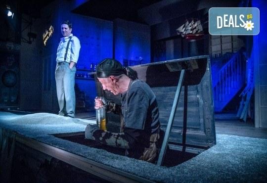 Гледайте Асен Блатечки и Малин Кръстев в постановката Зимата на нашето недоволство на 28-ми май (петък) в Малък градски театър Зад канала - Снимка 7