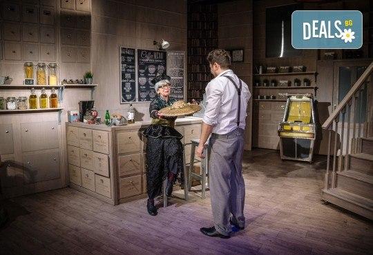 Гледайте Асен Блатечки и Малин Кръстев в постановката Зимата на нашето недоволство на 28-ми май (петък) в Малък градски театър Зад канала - Снимка 8