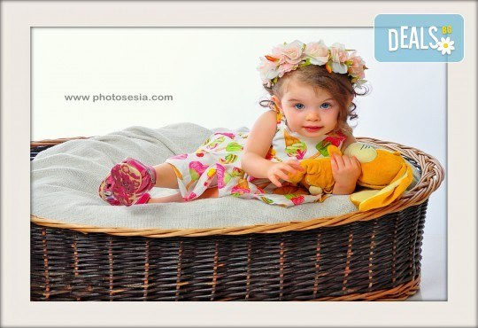 Великденска фотосесия в студио с 3 различни декора, 160-180 кадъра и подарък Фотокнига, от Photosesia.com - Снимка 2
